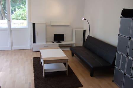 furnished apartment in Steglitz..............  :-) - Berlim