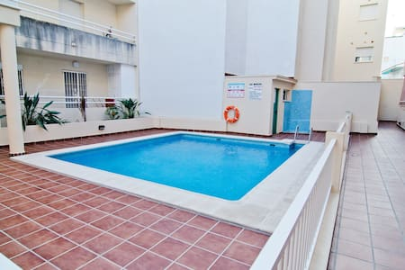 100 metres from the beach, pool - Apartment
