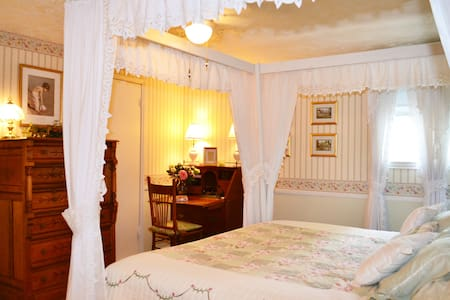 Victorian upstairs-see pictures - Katy - Rumah