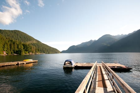 Amazing Indian Arm Waterfront Cabin - Vancouver