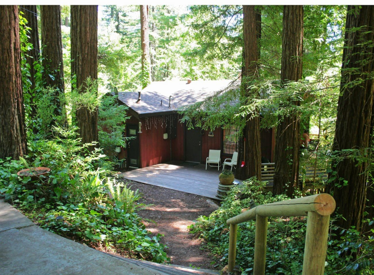 Welcome to the coziest Log Cabin in the Russian River Wine Valley!