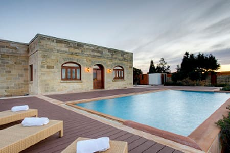 Luxury villa 3 Bedrooms, Munqar - Zurrieq