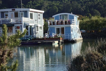 Floating Guest Cottage (houseboat) - Haus