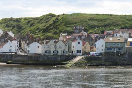 Beachside (former fisherman's cottage) - Staithes