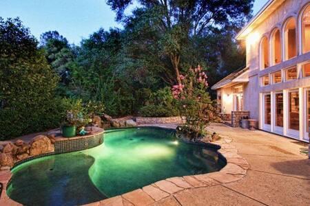Wonderful room & private bath - Ház