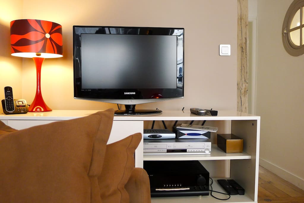 Flat screen, High Speed Internet, Cable TV, free phone calls Europe and Americas