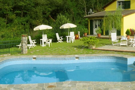 Room in the hill with swimming pool - Genova - Bed & Breakfast