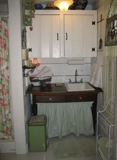 Fort Worth Guest Cottage Bathroom
