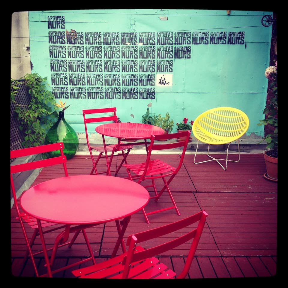Beautiful terrace, hang out, have a beer!
