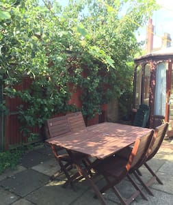 Charming bungalow with garden patio - Leighton Buzzard - Casa