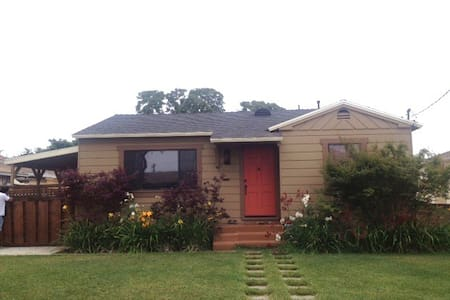 Remodeled Cottage Close to Freeway - Torrance - Villa
