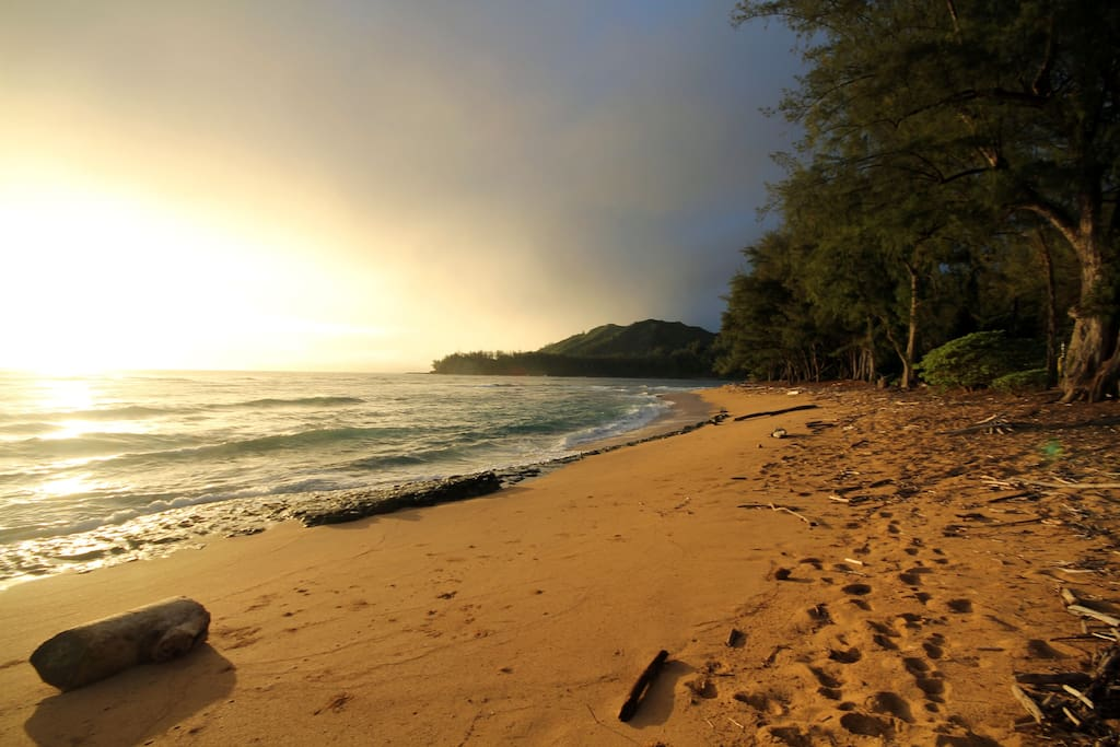 Gorgeous Sunrises and Sunsets views are just steps away on your private beach - Don't forget your Corona or Mai Tai!