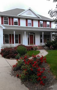 Beautiful Green Bay Home 1 to 3 BRs - Ház