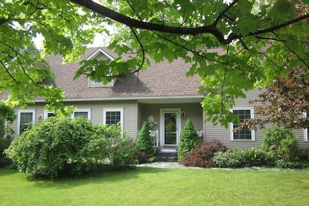 Shelburne Green Mtn. Getaway Suite - Ház