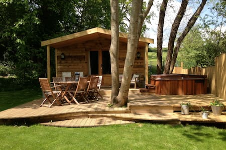 Luxury Log Cabin with Hot Tub - Bathford - Camper/RV