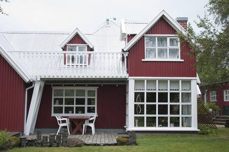 Beautiful private home 10 min from Reykjavik - Kópavogur