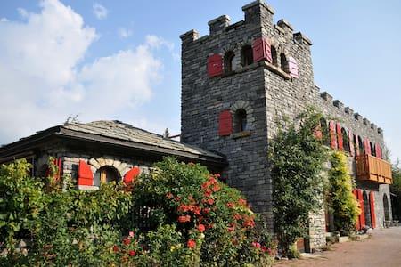 Castel de Daval : Chambre Cornalin - Sierre - Castle