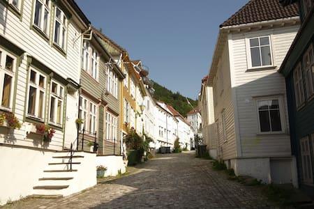 "Nice apartment in city center, behind ""Bryggen"" - Apartamento"