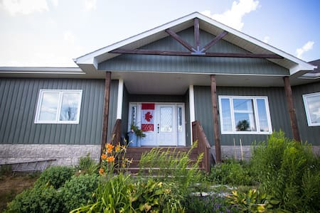 Canada House (On the Pond) | Comfy Double Futon - Bungalow