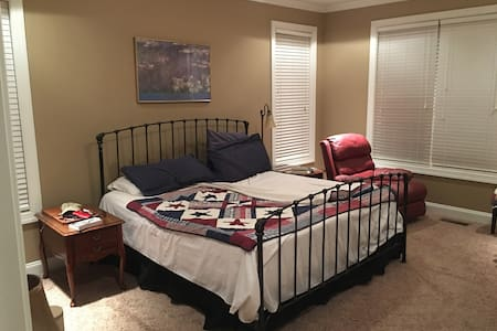 Master Suite 2 mi from GardnerWebb - House