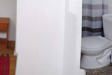 Habitación amueblada ,baño privado. - Casa