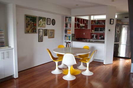 Artsy apartment in Bowen Hills - Bowen Hills