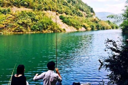 6人食宿一价全包,露营、烧烤/皮划艇/避开游客,独享绿水青山亲近自然 - Huzhou - Tent