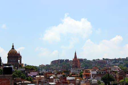 Depa céntrico con terraza / Central flat - San Miguel de Allende - Apartment