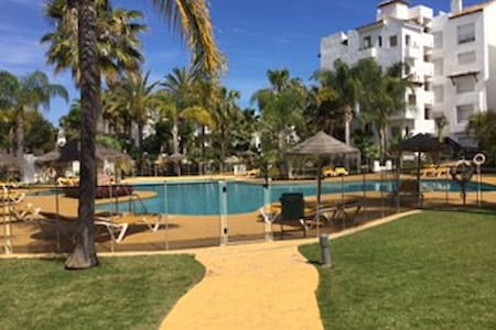 Bright 3 Bed Apartment few step to the beach! - Huoneisto