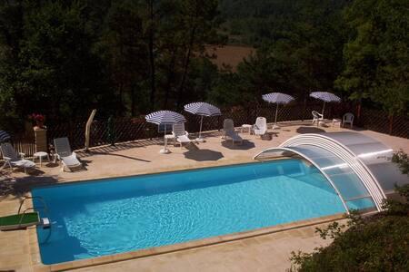 Fairytale , gorgeous views, garden, heated pool - Auriac-du-Périgord - House