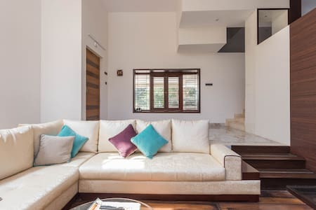 Your own Duplex, hidden away in lush greenery - Villa