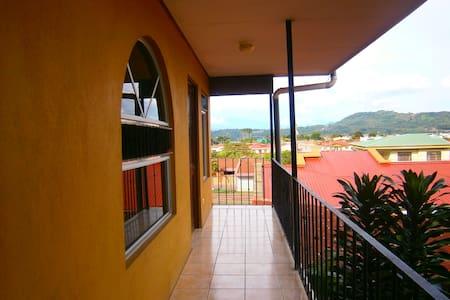 Excelente ubicación para conocer Costa Rica - San Ramon - Apartment