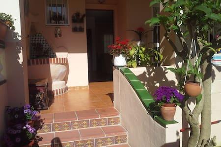Beautiful Spanish Villa 2 minutes from the beach. - Nerja - Bed & Breakfast