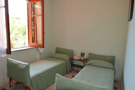 Stanza in Villa - Room Holiday - - Torregrotta