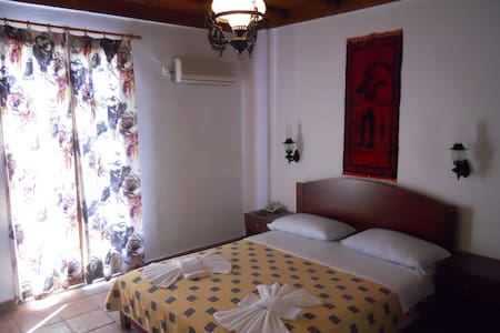 Daskalogiannis Hotel - Bed & Breakfast