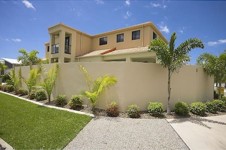 Lge Spacious Home inc Pool+ 3BR (B) - Parrearra - House