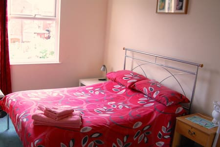 Cozy double room in Victorian house - Rumah
