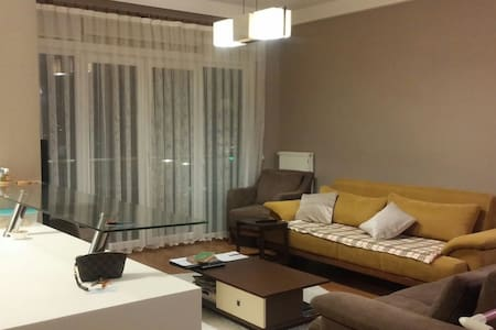 Room type: Shared room Property type: Apartment Accommodates: 2 Bedrooms: 1 Bathrooms: 1