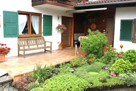 Gemütliche Ferienwohnung mit Bergblick - Apartamento