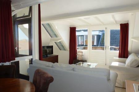 Zonnig appartement in Nes - Nes - Apartamento