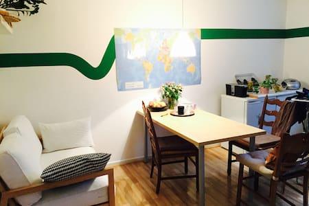Möbliertes, schönes Zimmer, zentral - Apartment