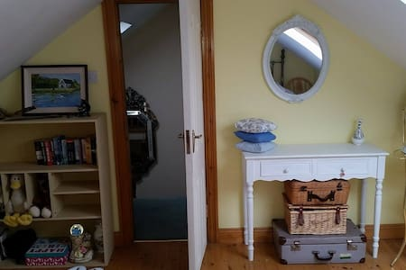 Lovely, welcoming home & an ideal base to travel - Carrigaline - House