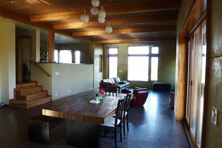 Modern House -Eco & Solar features - Pullman - Ház