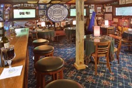 Inn at Crystal Lake and Palmer House Pub 3 - Conway - Apartment