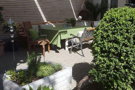 Charmante Studiowohnung mit Garten im Stadtzentrum - Apartment
