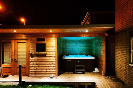 3 bed house with hot tub and bar - Casa