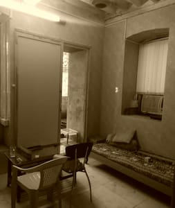 No frills private room near beach in heart of city - Mumbai - Apartment