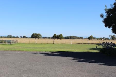 Airley Park Farm Stay - Leilighet