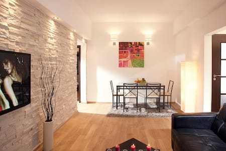 Delightfully Large 2BR in Core #11 - Bucharest