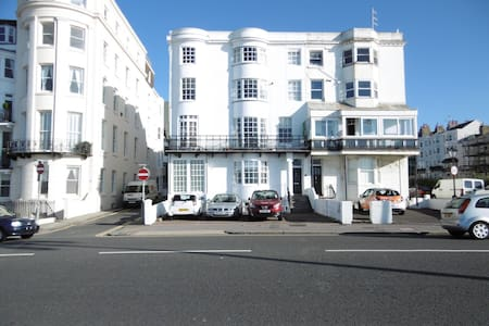Luxury High-Spec Seafront Apt. with Parking bay
